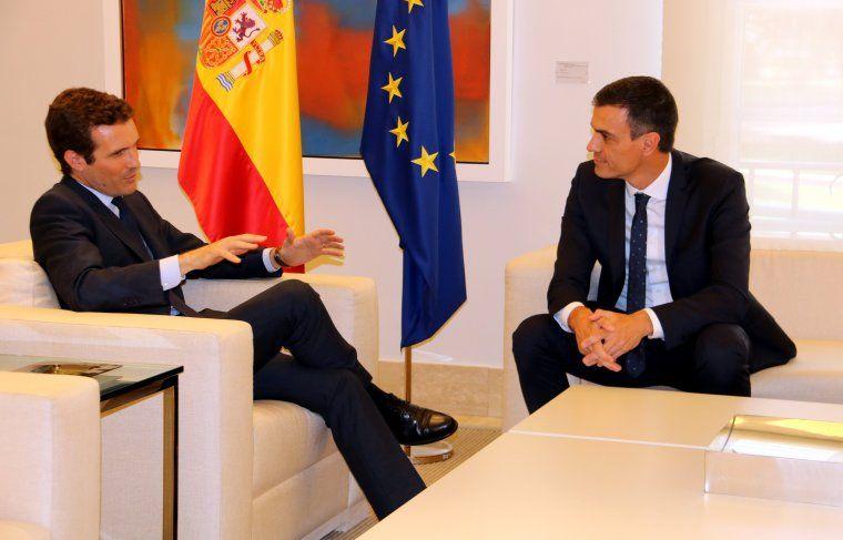 Pablo Casado amb Sánchez a la Moncloa