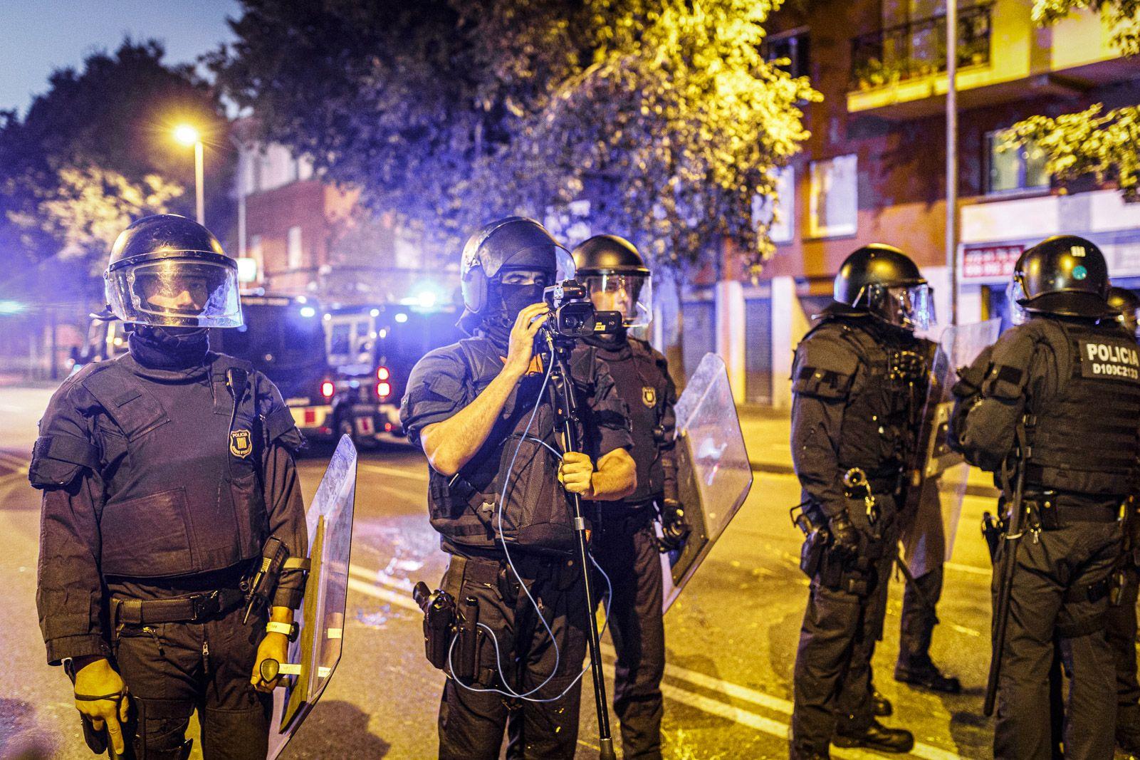 Membres del GOAP en una protesta en el segon aniversari del Primer d'Octubre a Girona