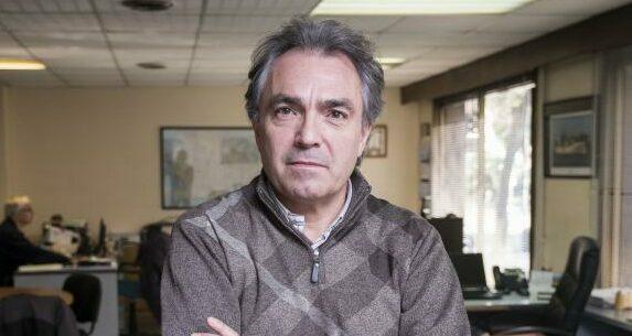 Santiago Espot a l'oficina on treballa, al centre de Barcelona