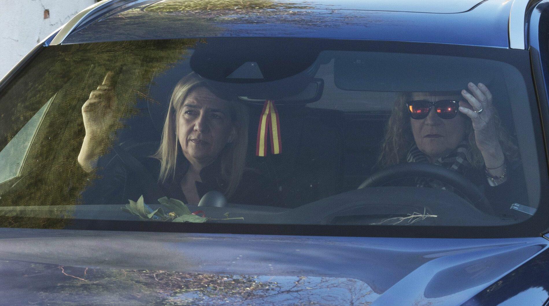 Cristina i Elena de Borbó, juntes en cotxe / Europa Press