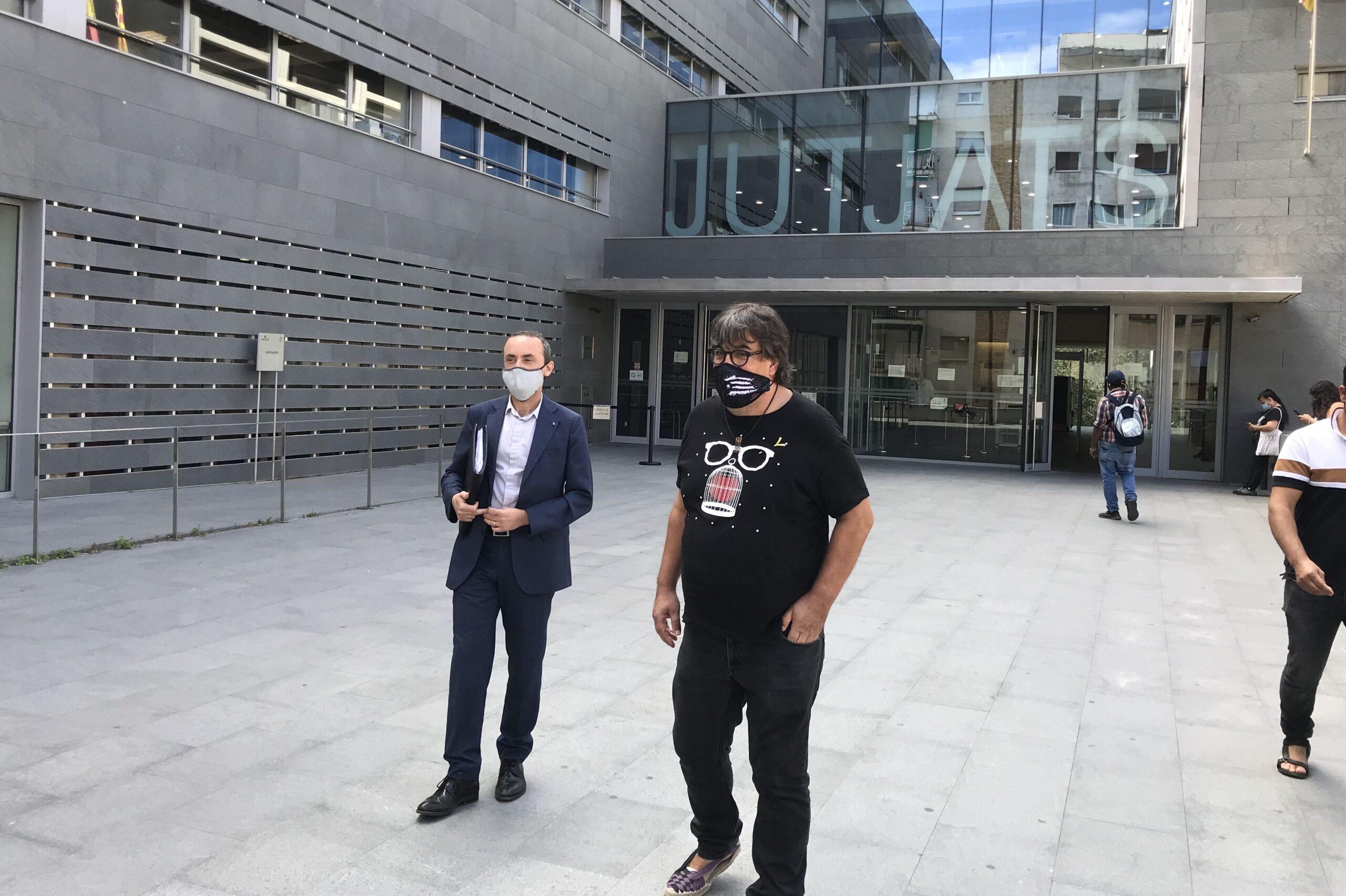 Pesarrodona i David Caselles, a la sortida de la declaració
