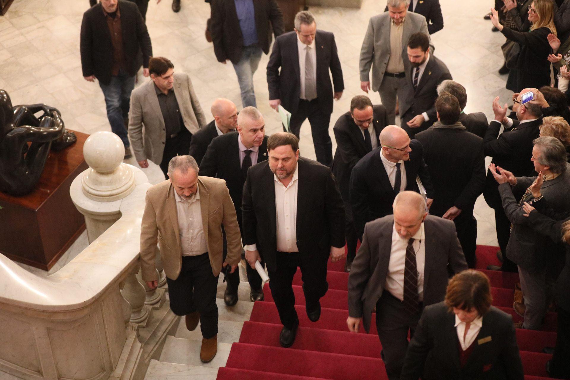 Els presos pol?tics arriben al Parlament. JORDI BORR?S