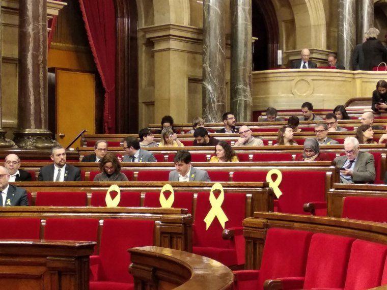 Llaços grocs al Parlament pels presos polítics
