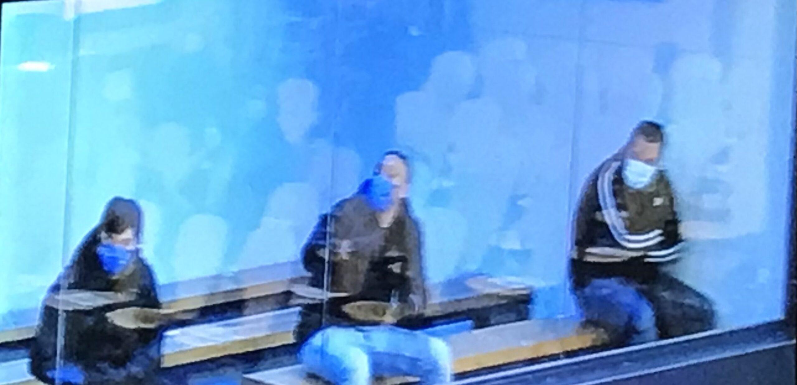 Els tres acusats a la peixera dels acusats de l'Audiència Nacional