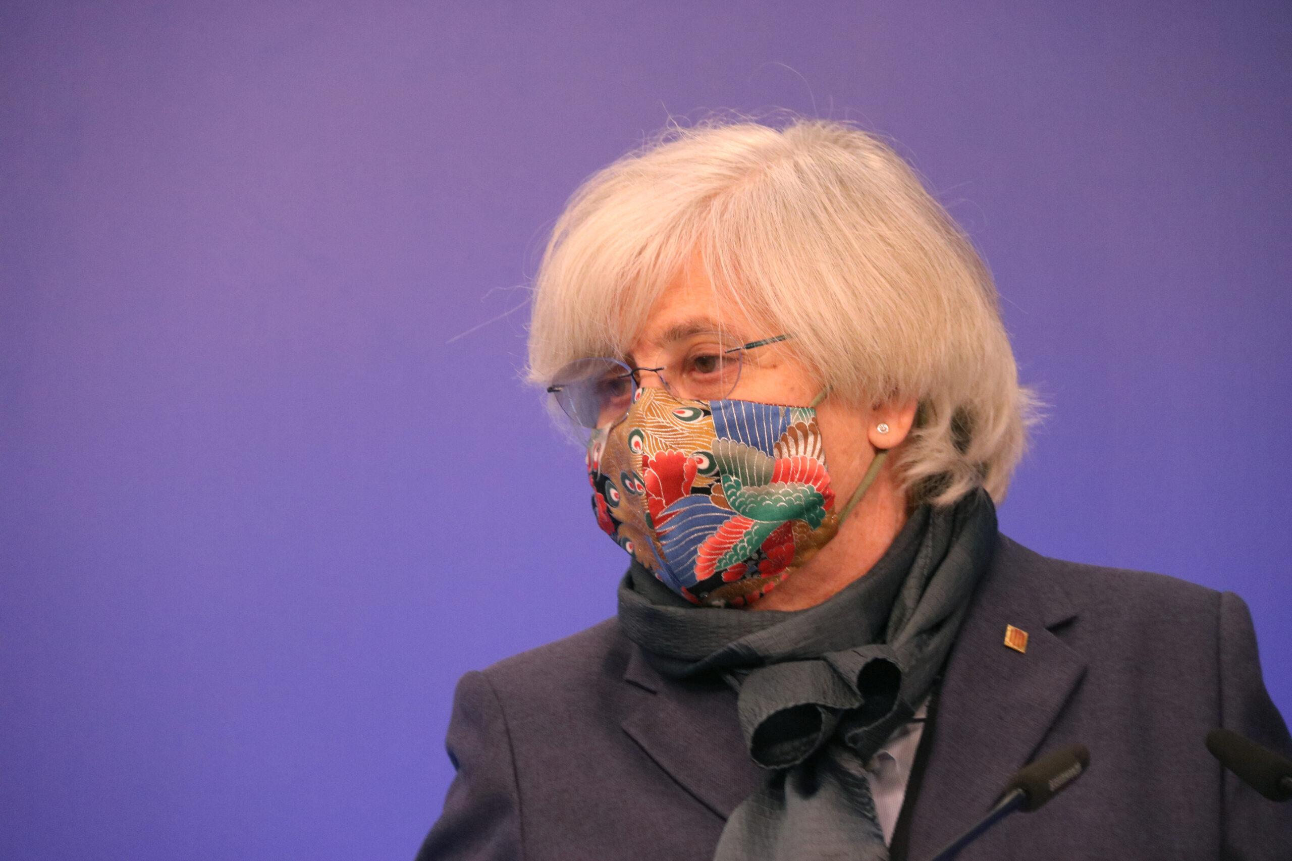L'eurodiputada de JxCat Clara Ponsatí en la roda de premsa a l'Eurocambra sobre el suplicatori   ACN