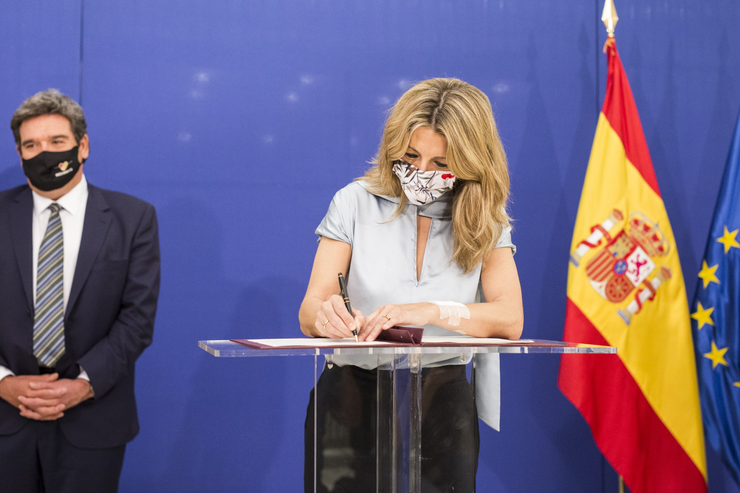 Yolanda Díaz signa l'acord per prorrogar els ERTO / EP