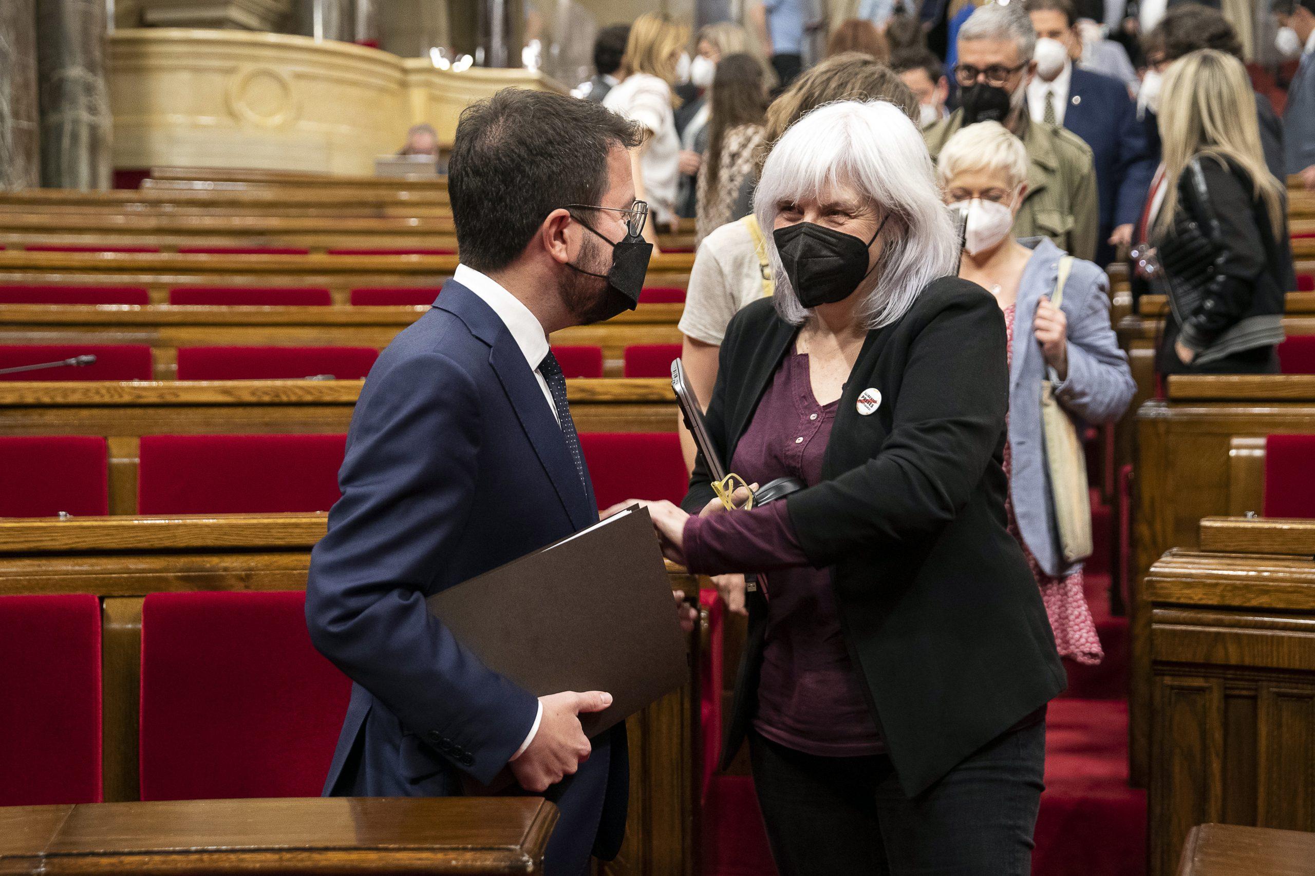 Pere Aragonès enraona amb Dolors Sabater en el debat d'investidura  foto: ACN/Jordi Play