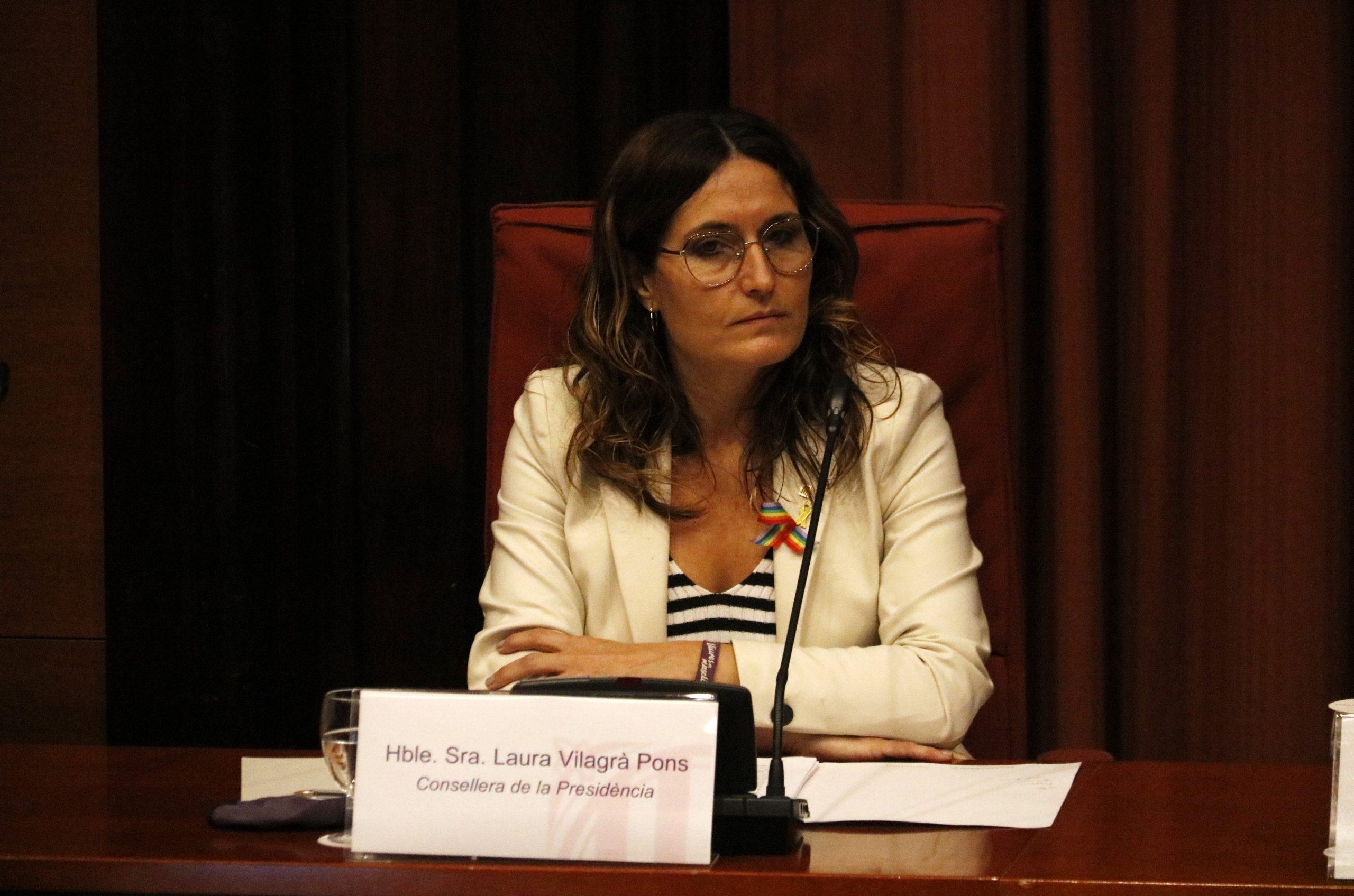 Pla mitjà de la consellera de Presidència, Laura Vilagrà, a la Comissió d'Afers Institucionals (CAI) del Parlament el