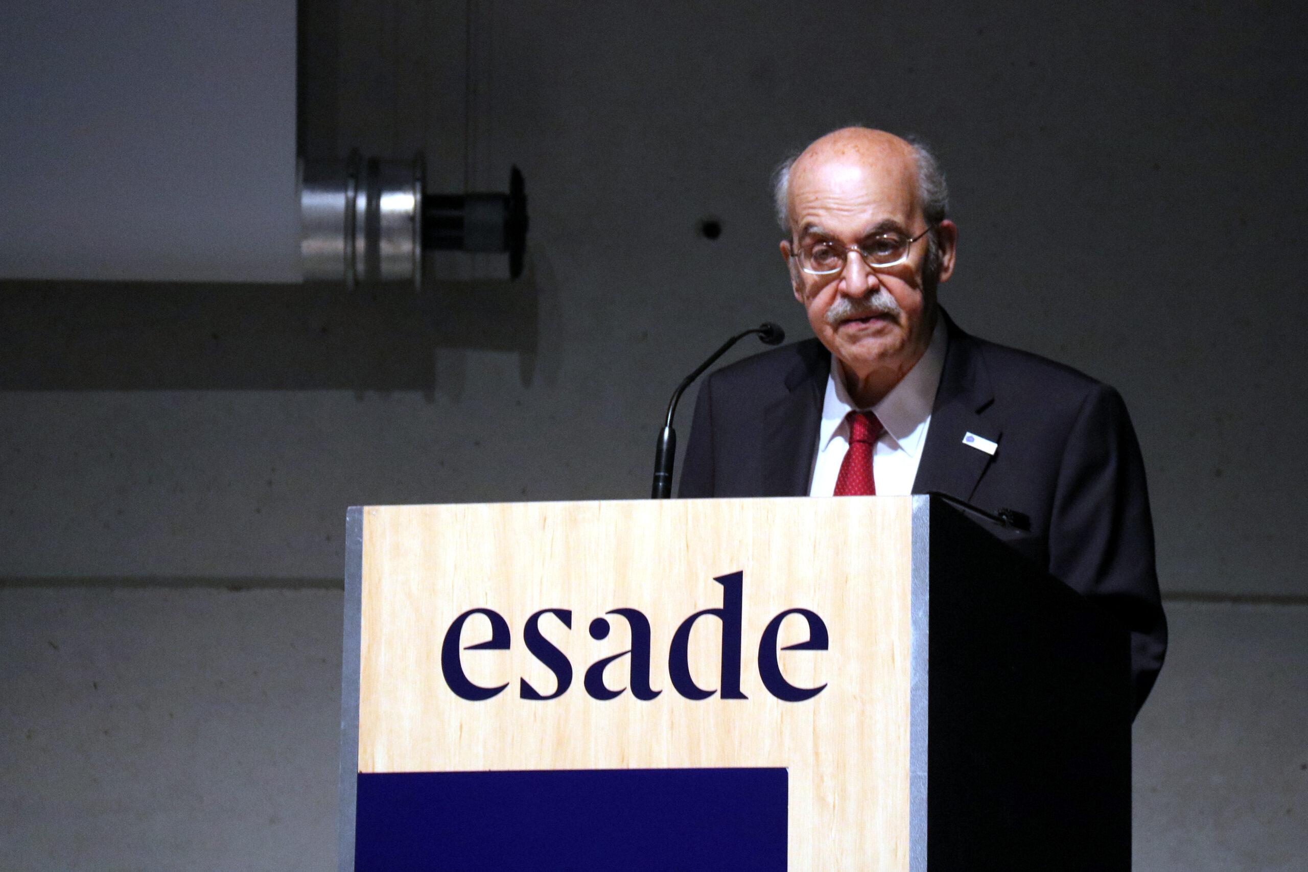 L'exconseller de la Generalitat i catedràtic Andreu Mas-Colell, durant la seva intervenció en l'acte d'Esade a favor de l'ampliació de l'aeroport del Prat, el 2 de juny del 2021 / ACN