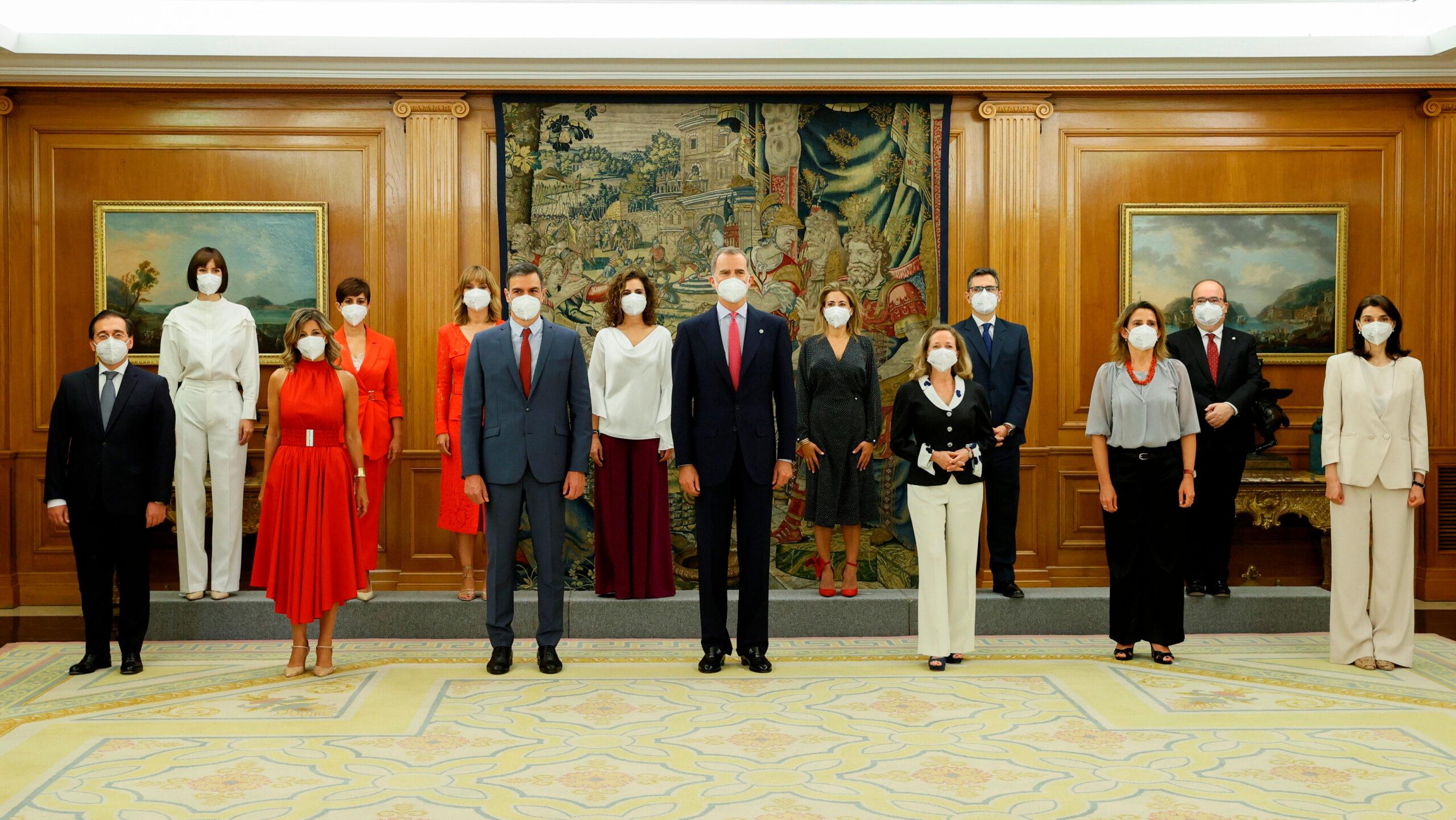 Els nous ministres del govern espanyol en l'acte de presa de possessió amb Felip VI el 12 de juliol del 2021 (ACN)