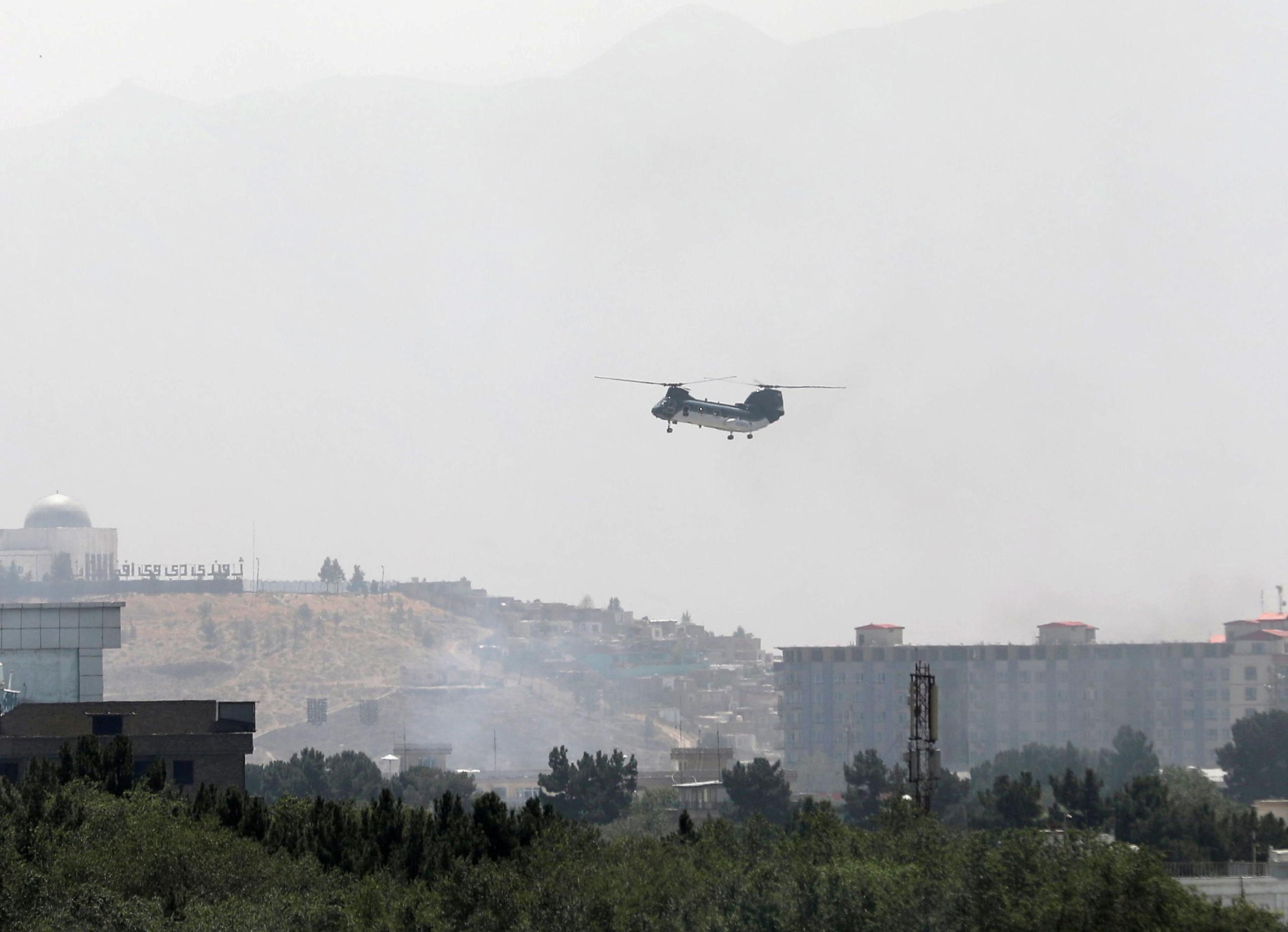 Un avió militar de repatriació sobrevola Kabul   ACN
