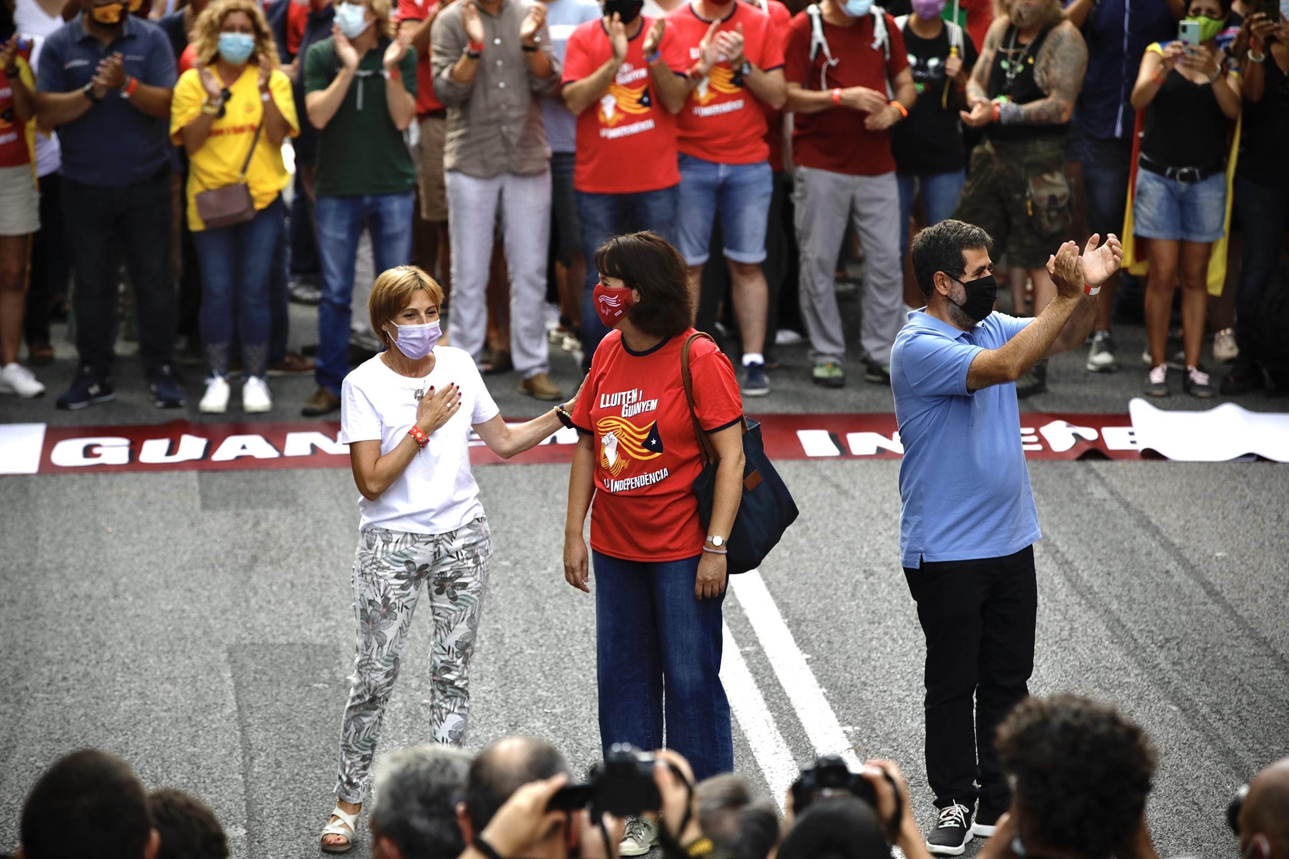 Carme Forcadell, Elisenda Paluzie i Jordi Sánchez a la manifestació : Jordi Play