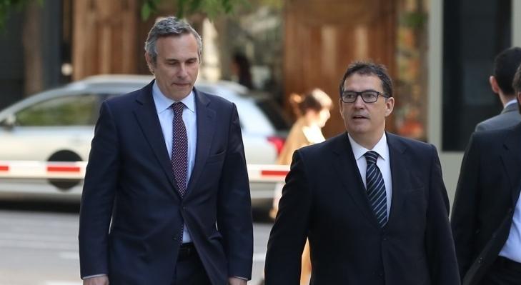 Josep Lluís Alay, cap de l'oficina de Carles Puigdemont, en una imatge d'arxiu del 2018, amb l'advocat Jaume Alonso-Cuevillas / Europa Press