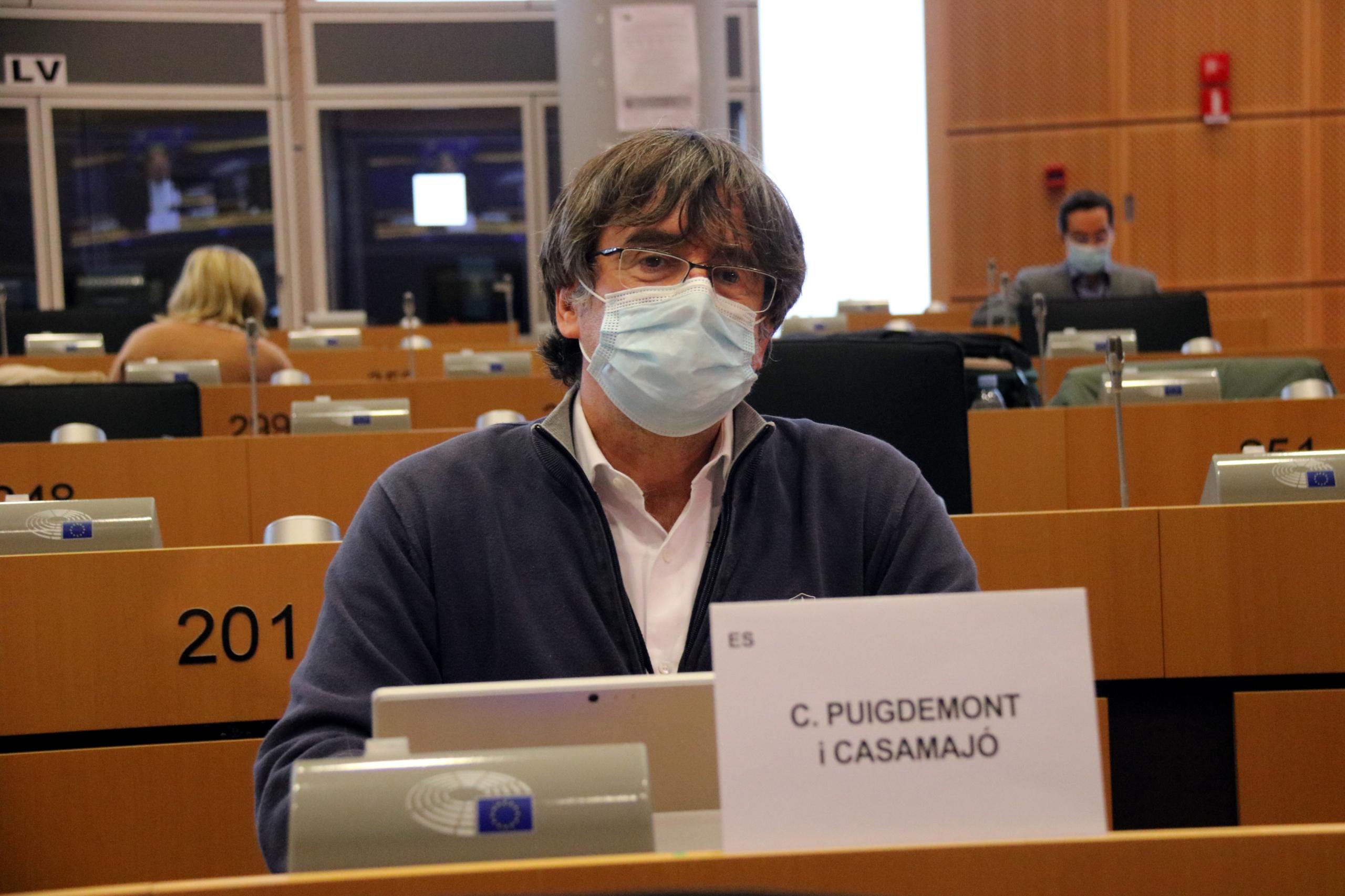 El president i eurodiputat de Junts Carles Puigdemont a la seva arribada a la comissió de Comerç Internacional del Parlament Europeu, a Brussel·les