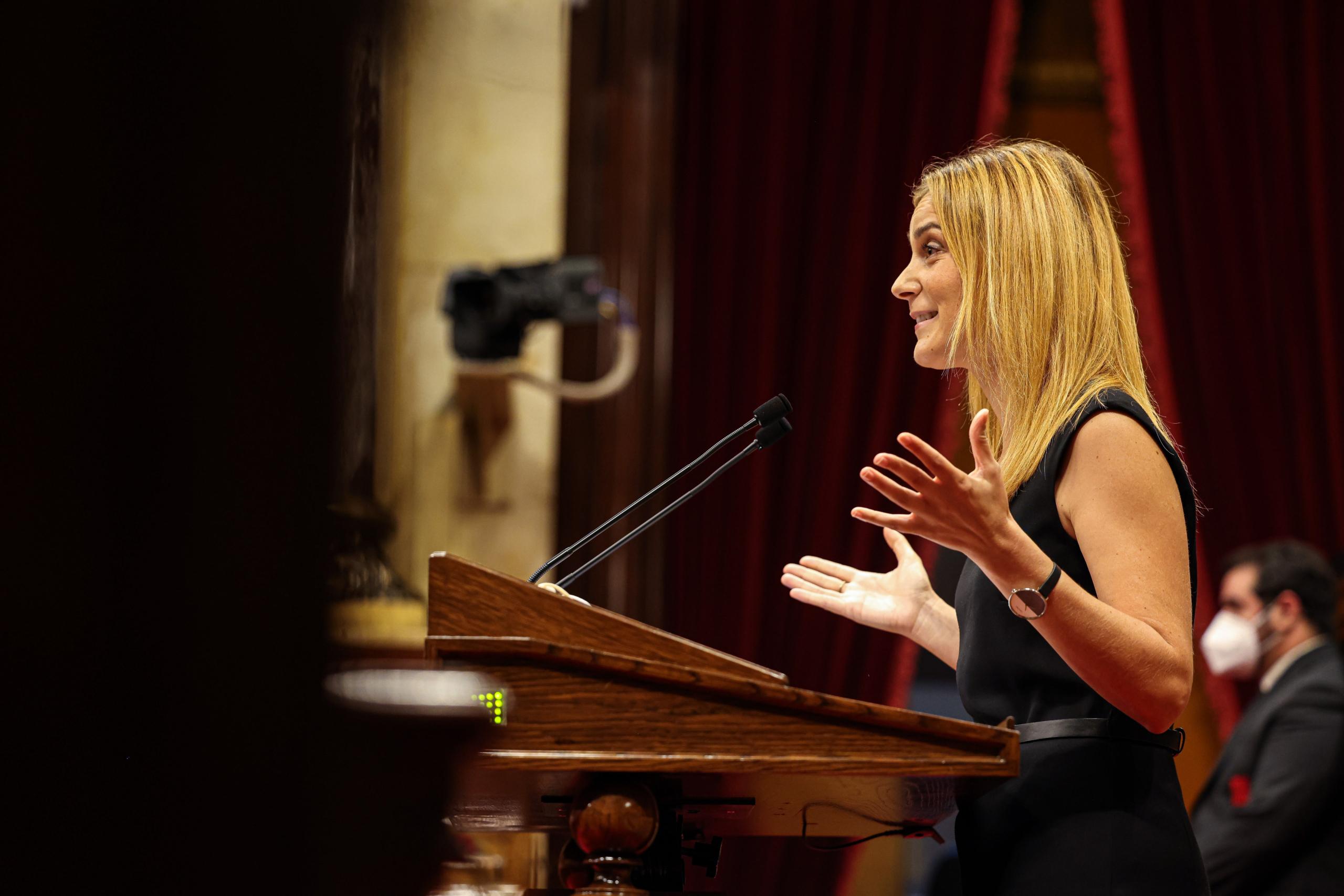 La líder dels comuns, Jèssica Albiach, durant el debat de política general / Jordi Borràs