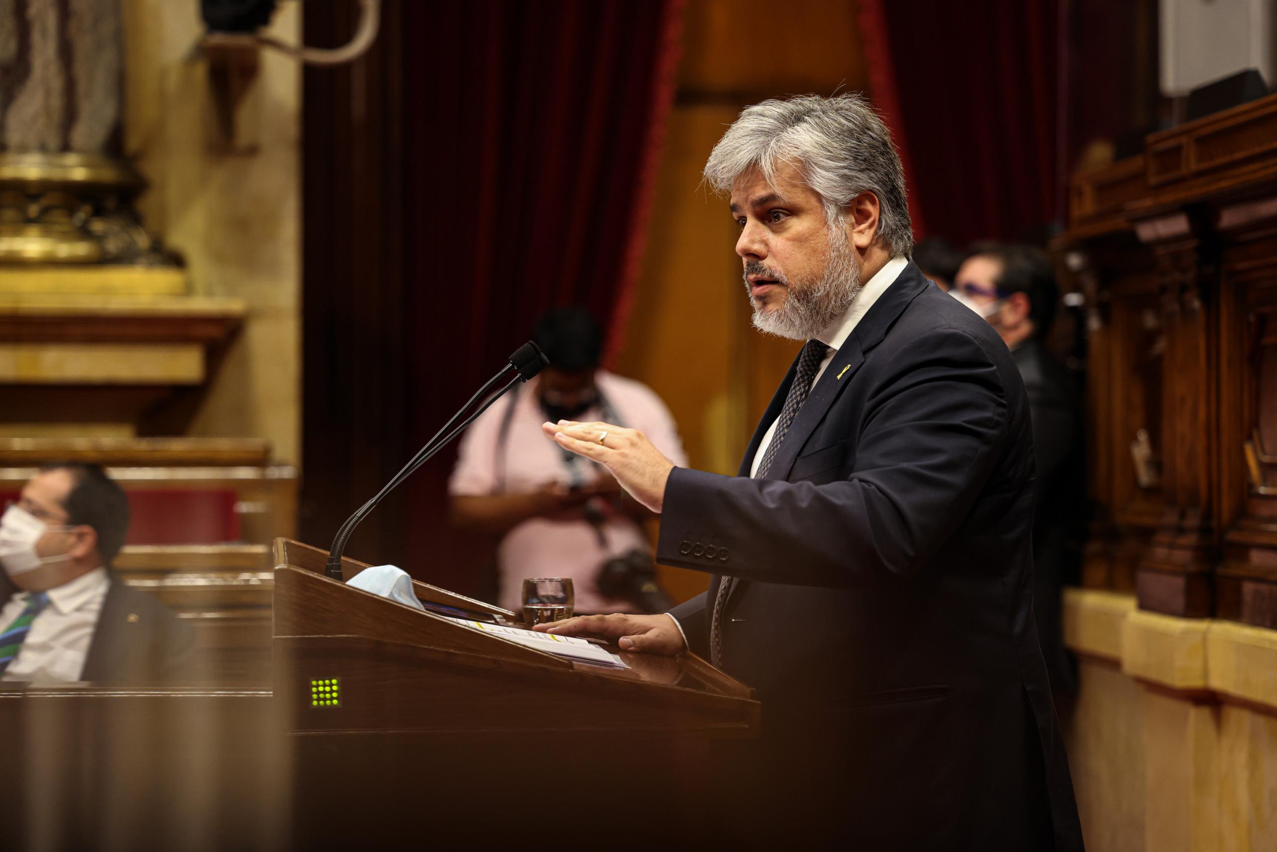 Albert Batet (Junts) replica el discurs de Pere Aragonès durant el debat de política general / Jordi Borràs