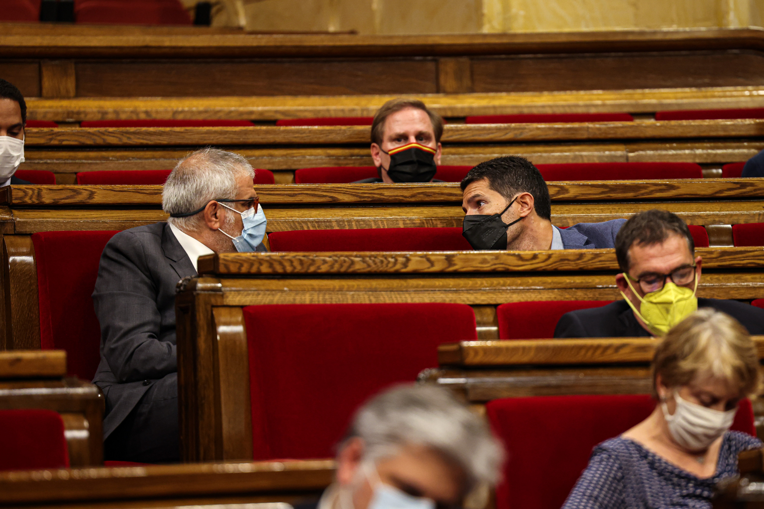 Carlos Carrizosa i Nacho Martín Blanco conversen durant el debat de política general / Jordi Borràs