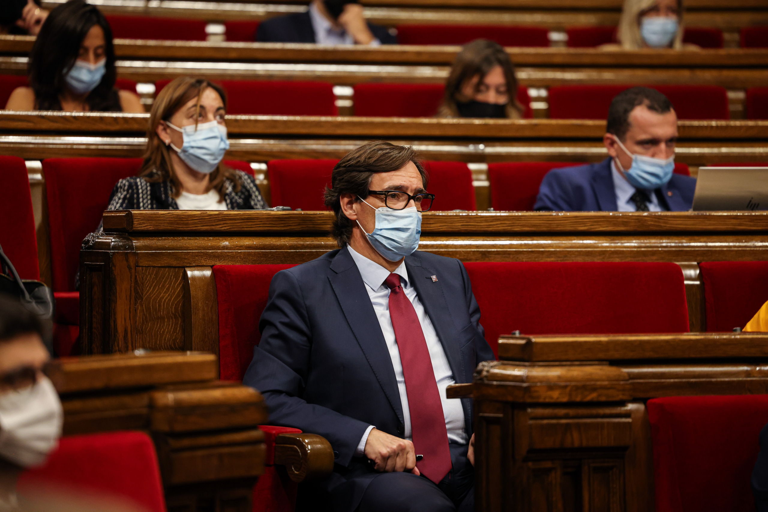 El cap de l'oposició, Salvador Illa, escoltant la rèplica de Pere Aragonès / Jordi Borràs