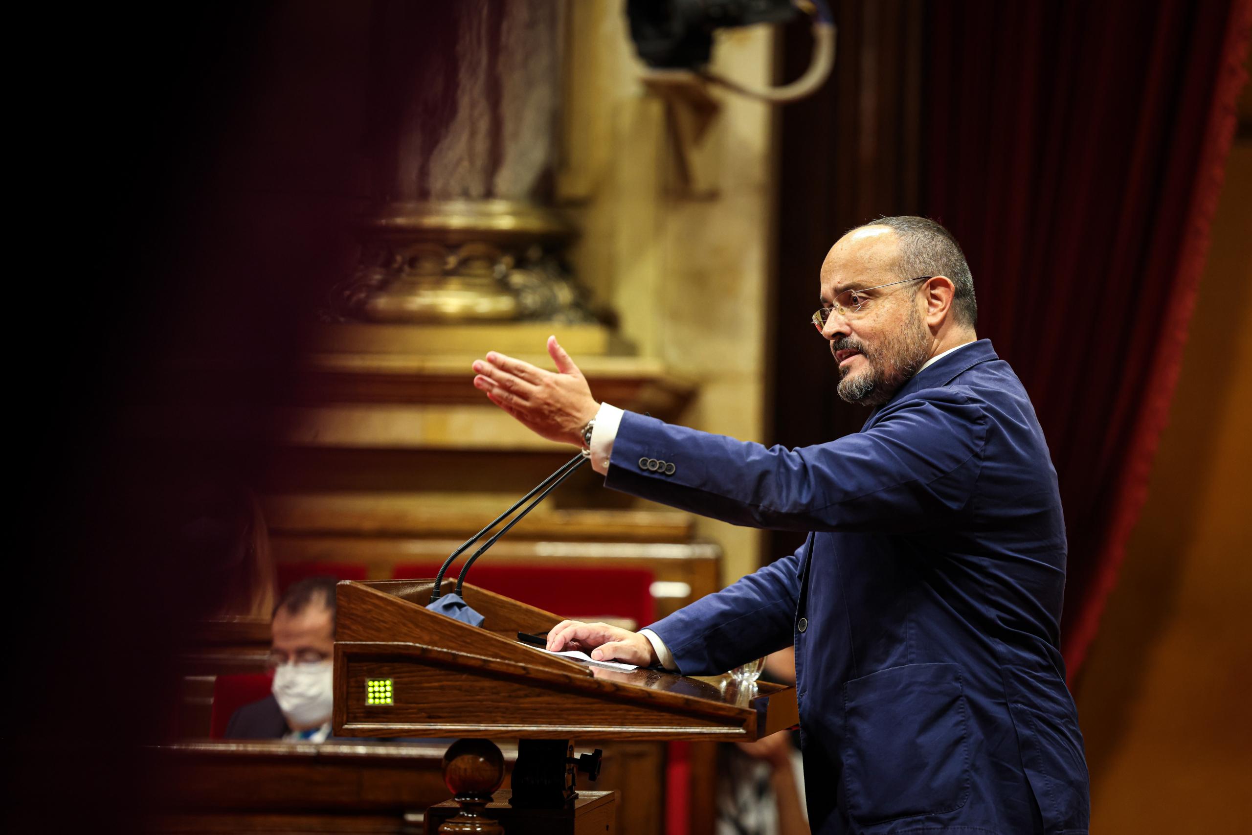 El líder del PP a Catalunya, Alejandro Fernández, durant el seu discurs / Jordi Borràs