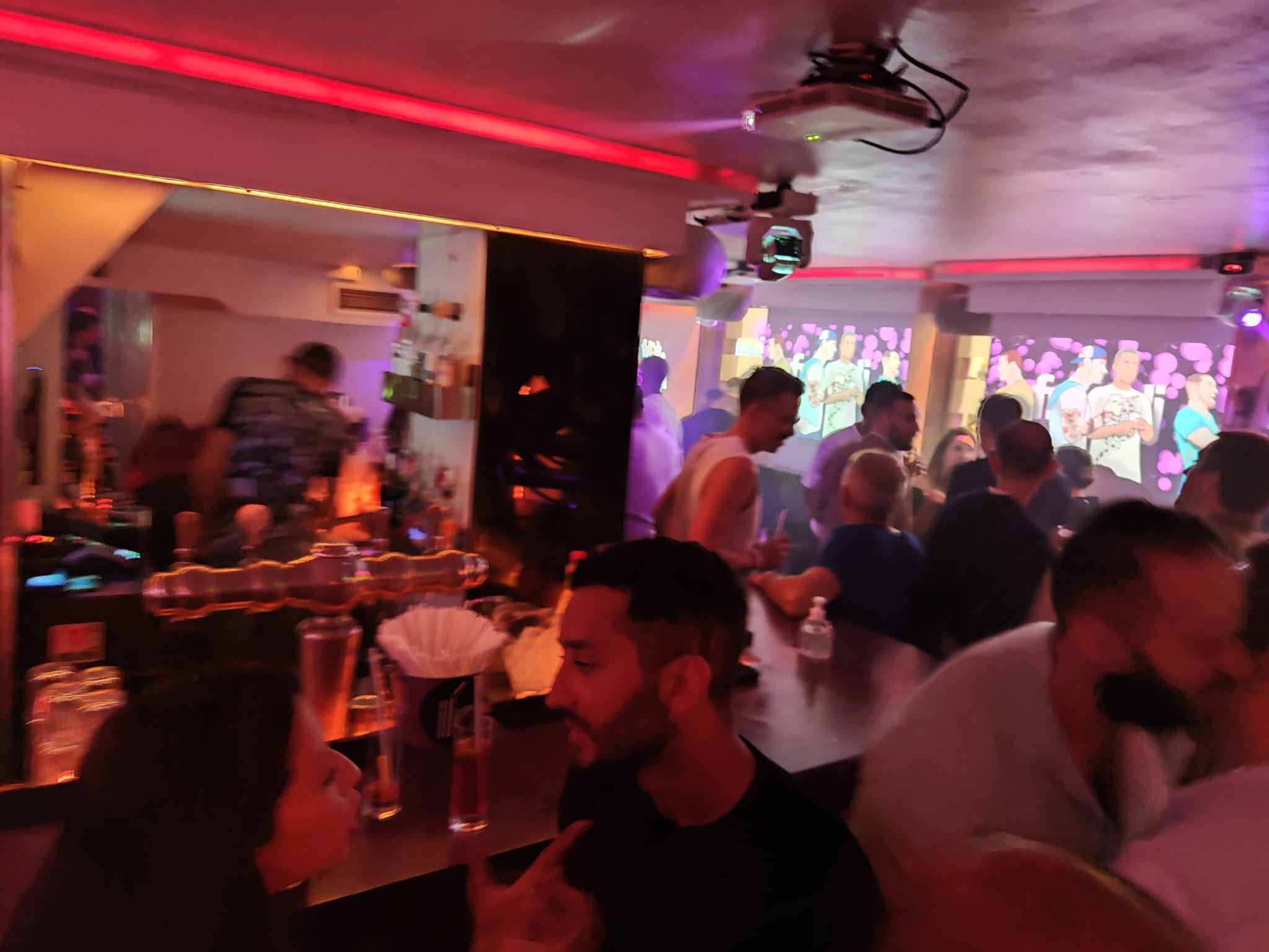 Un bar musical al centre de París el 24 de setembre del 2021 / JAG